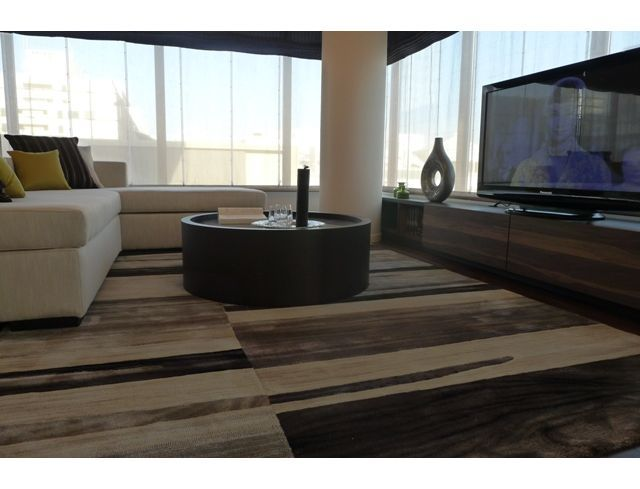 インテリアコーディネート リビングルーム|大きなソファで ゆったりできますね。 ラグのデザインもかっこいい!