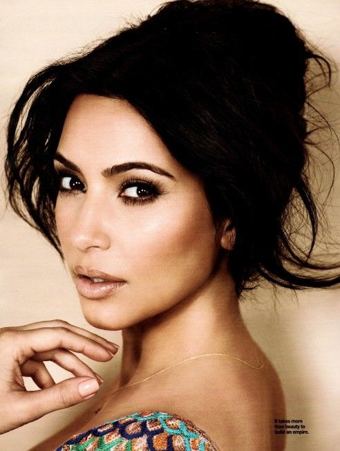 love her makeup. very neutral lip, bronzed skin, smoky eye, and a defined natural brow. But Kourt and Khole still my fav