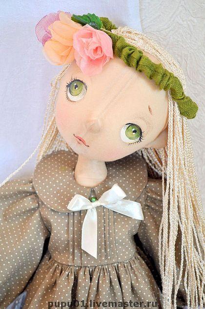 Белогривая лошадка.... Милая, трогательная девчушка, очень любит лошадок! Платье, воротничок, ободок снимаются.Лошадка из папье-маше на деревянной…