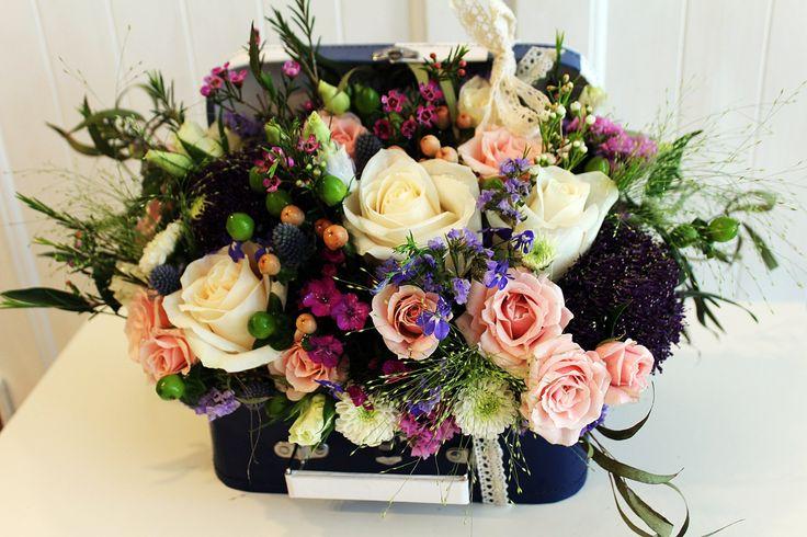 European garden in a box ~ boxed flowers Chicago ~ luxury flowers ~ flowers delivery Chicago ~ www.flowersbygeo.com
