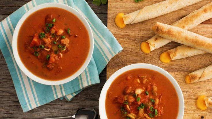 Les tortillas garnies de fromage se marient à merveille à une soupe nourrissante, rapide et simple à faire.