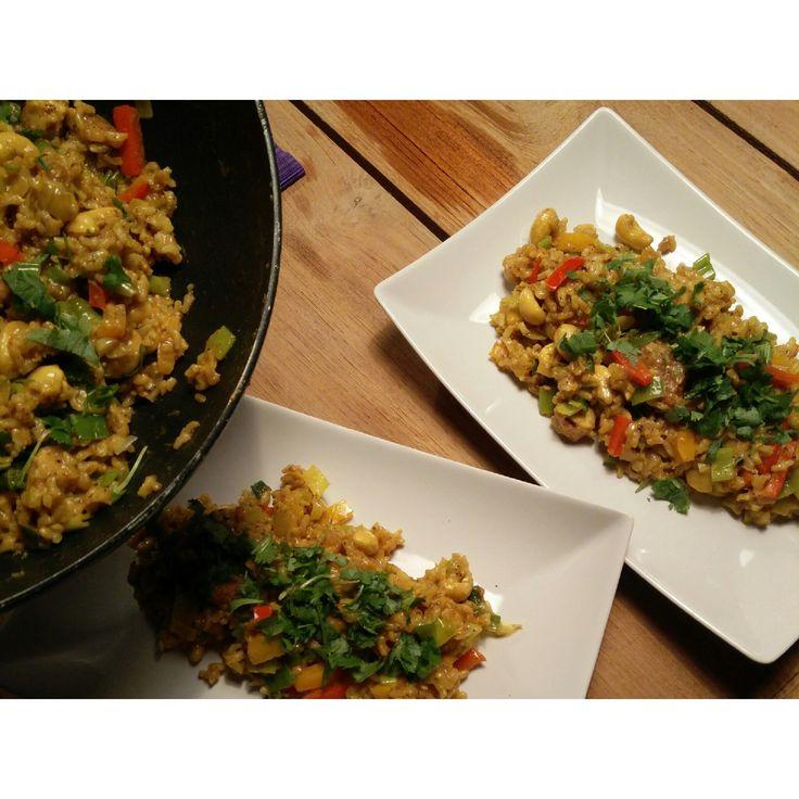 Romige Thaise wok met gebakken pinda-tofu