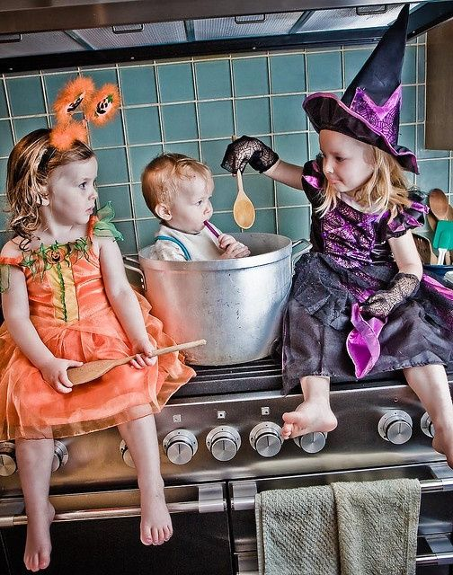 23 Pumpkin and Halloween photography ideas for pictures of kids and candy corn and other holiday fun. Love the witch cooking her younger brother photo.
