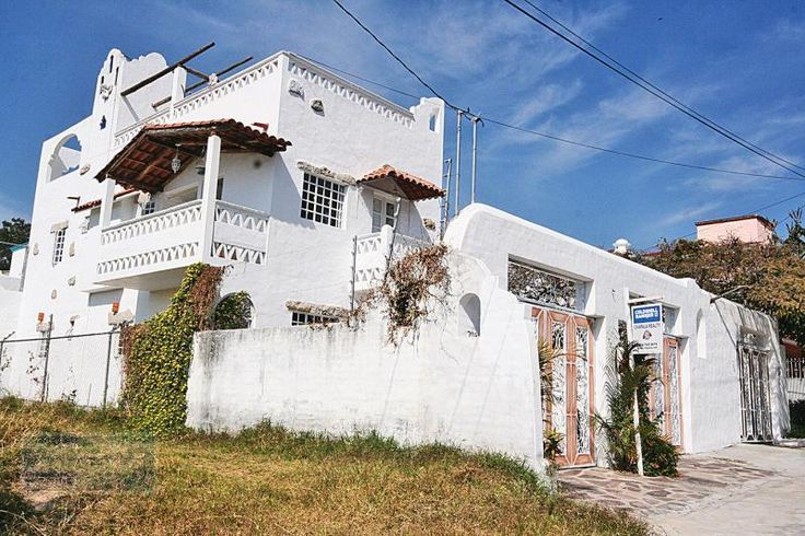 """Duplex Mediterranean Style""    In a quiet setting in Chapala Haciendas is a new income property that has stone walls. Each unit has 2 bedrooms and 1 bath. Kitchen/dining is open and laundry area. The upper duplex has 2 balconies with a view of lake and mountains. The sky terrace has a full bath and wet bar. Off street parking for one car each."