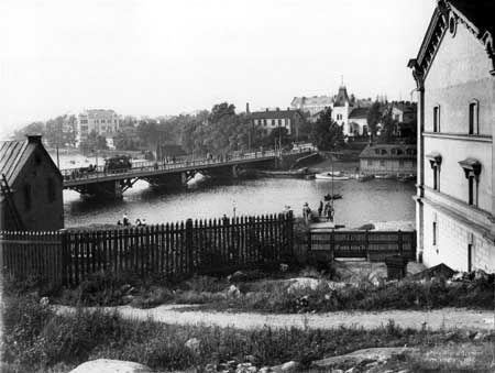 Puinen Pitkäsilta sai väistyä kivisen sillan tieltä 1912.