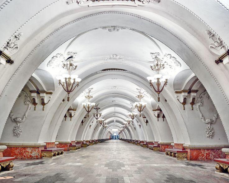 En images : à Moscou, les stations de métro ont des airs de palais