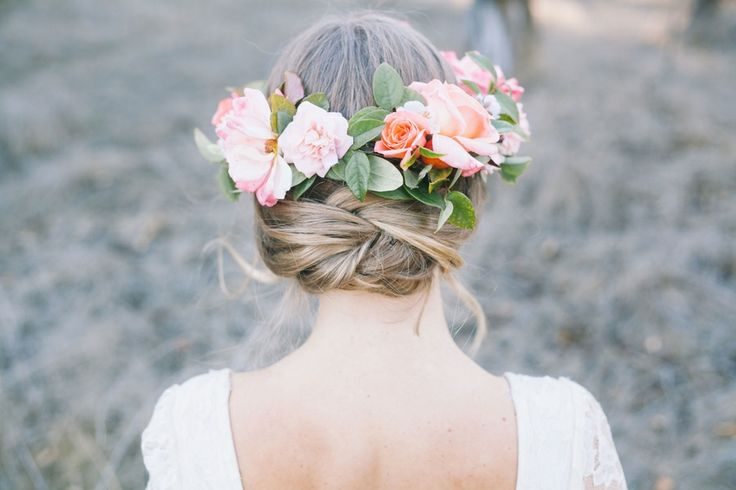 Love this! So soft and feminine!  Photography by http://www.awphotographyblog.com/