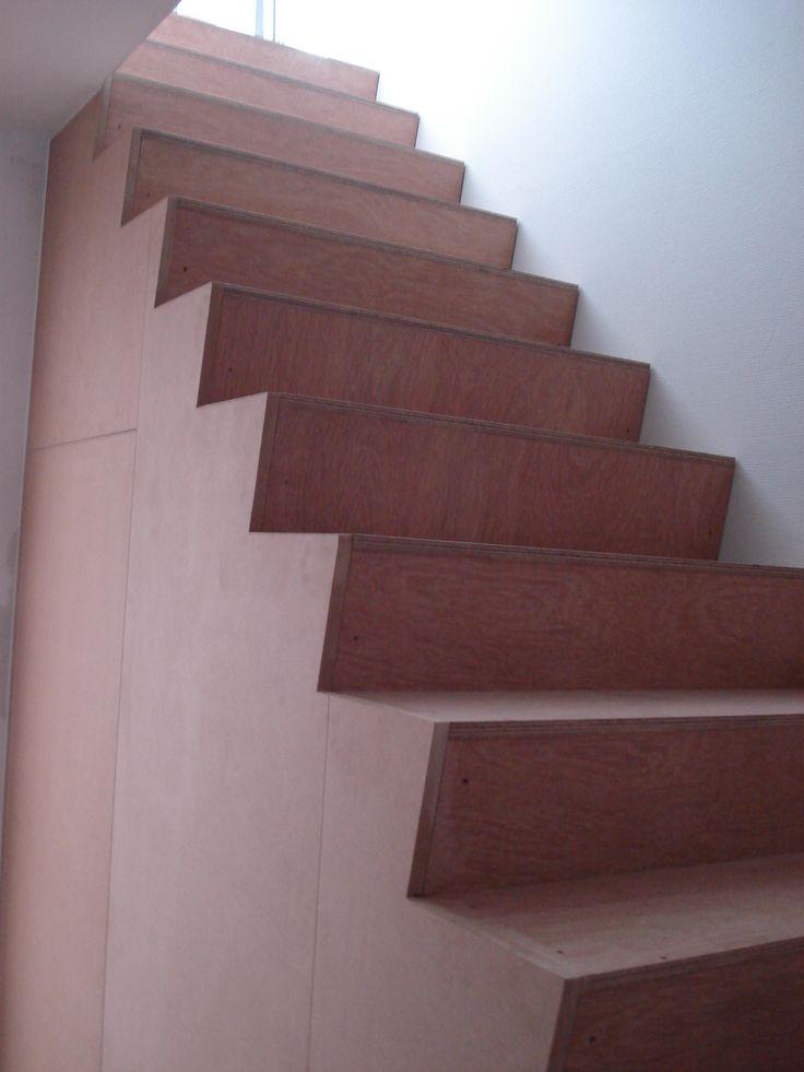 trapbekleding in multiplex, wand en deur in MDF (om te verven)
