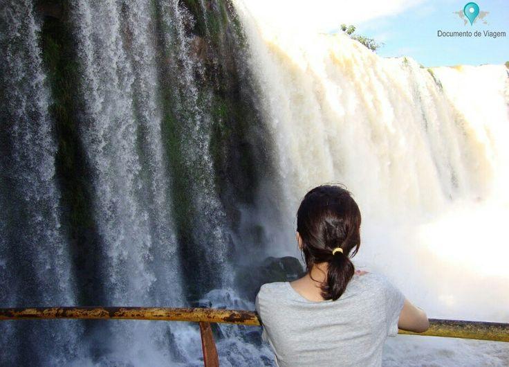 🇧🇷 Cataratas do Iguaçu é um conjunto de cerca de 275 quedas de água no rio Iguaçu, localizada entre o Parque Nacional do Iguaçu, Brasil e Argentina. 🇺🇸 Iguazu Falls is a collection of about 275 waterfalls on the Iguazu River, located between the Iguazu National Park, Brazil and Argentina.