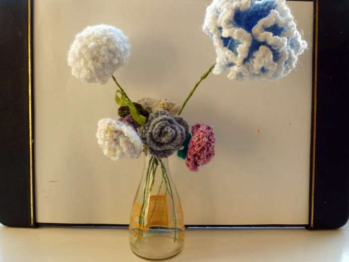 25+ best ideas about Crochet Vase on Pinterest Crochet ...