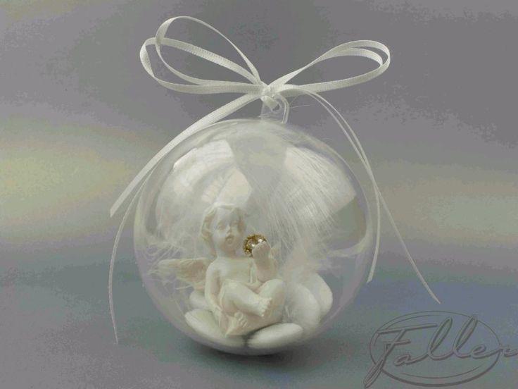 Boule de bapteme avec ange et plume blanche
