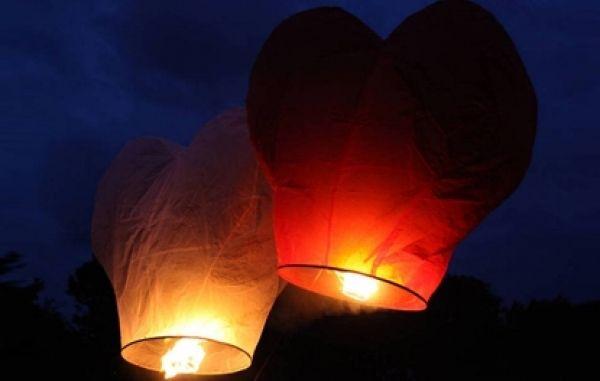#havaifisek #parti #konfeti #balon Dilek Fenerlerinde İsteğe Özel Seçimler Özel renk ve desenlere sahip olan dilek feneri modelleri arasında özellikle de kalpli dilek feneri modelleri ön plana çıkıyor. http://www.kalplidilekfeneri.net/kategori/dilek-feneri/dilek-fenerlerinde-istege-ozel-secimler.html