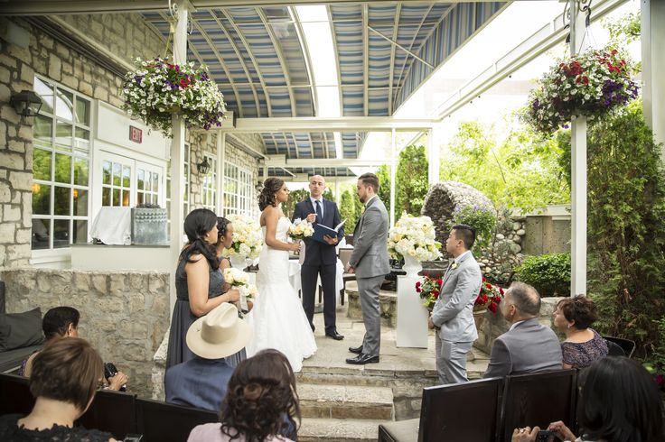Outdoor Wedding Ceremony at Auberge du Pommier #Toronto #Wedding #TorontoWedding #OutdoorWedding #WeddingCeremony | Photo: http://www.myboundlesswedding.com/