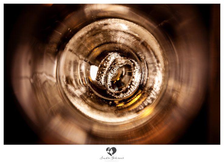 #ring #weddingring #wedding #hochzeit #groom #bride #braut #braeutigam #geschenk #present love #forever #fuerimmer #engagement #engagementring #verlobung #verlobungshooting #silver #gold #weddinghour #champagner #sektglas #glas #sekt #ringe