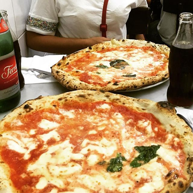 After 2 hours of queue we have the pleasure of eating the best pizza in the…