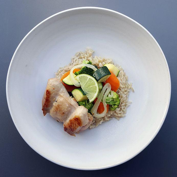 Kyllingesteaks med lynstegt grønt, kokoscreme og ris