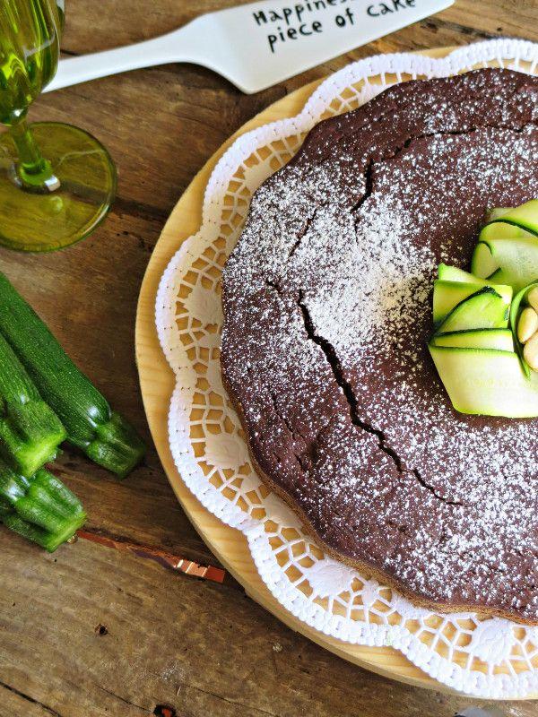 Torta vegana al cacao, mandorle e zucchine