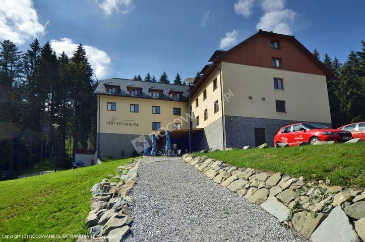 Hotel Wellness Pod Kyčmolem - to obiekt noclegowy położony w obszarze Narodowego Rezerwatu Przyrody Mionsz. W obiekcie dostępne m.in. Wi-Fi, basen i jacuzzi. Więcej zdjęć oraz szczegóły oferty na: http://www.nocowanie.pl/czechy/noclegi/horni_lomna/hotele/112793/