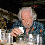 Alexander Shulgin (1925-2014) had MDMA nooit bedoeld als partydrug | Thump