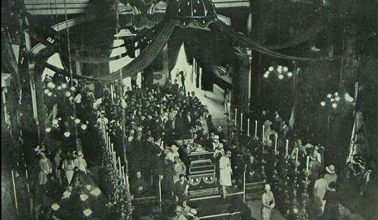Aspecto da grande Catedral durante visitação público para último adeus ao prestigiado Cardeal Arcoverde em 1930.