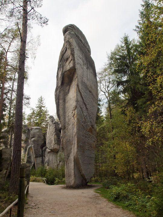 Czechy — skalne miasto Adrszpach. Zafascynowało ono Tolkiena.