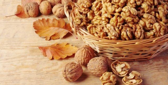 Ořechy jsou pro náš organismus velmi důležité a měli bychom si dopřát hrst denně
