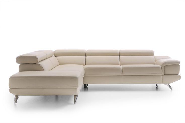 Narożnik Coletto marki Gala Collezione to piękna forma, nowoczesny design i funkcjonalność. W skórzanej tapicerce prezentuje się niezwykle elegancko, prawda? Mebel możesz rozłożyć do spania i ma w standardzie ruchome zagłówki na wszystkich oparciach.
