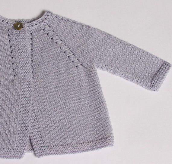 Modèle Cardigan pour bébé en tailles : par LittleFrenchKnits