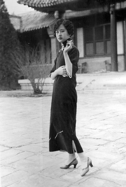 OLD SHANGHAI   A beautiful Chinese woman in the 1920s