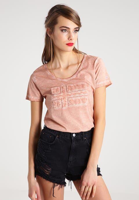 Футболка Napapijri Shove Tea Rose  http://street-story.ru/?c=53163  #streetstory #streetstory23 #casual #casualshop #militaryshop #streetwear #clothes #style #outfit #napapijri #women #outfitoftheday #lookoftheday #look #love #follow #fashion #swag #amazing #brand #summer #топ #одежда #стиль #магазин #россия #москва #спб