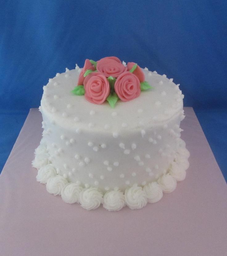 White kake w/roses