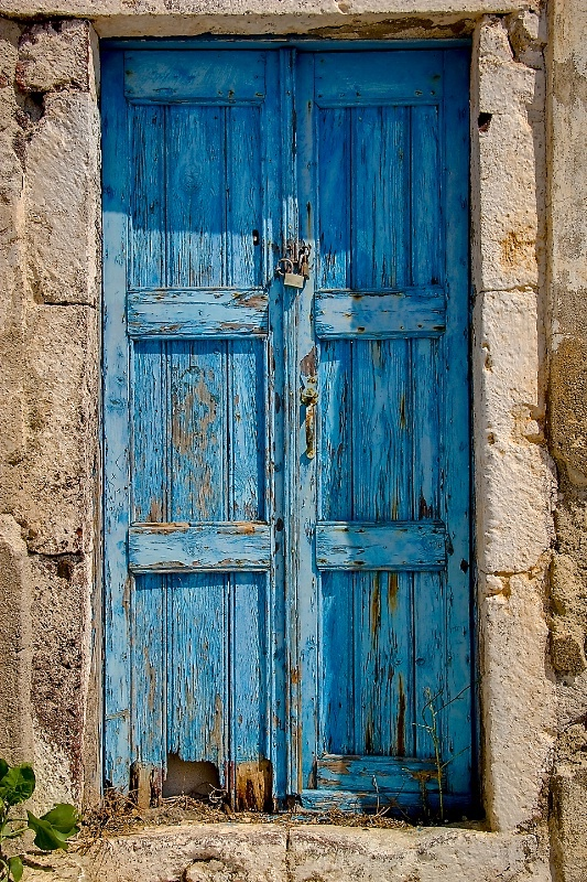 Two things that I adore... Interesting doors and hands. One tells a story of their life, the other is an invitation to a different life.