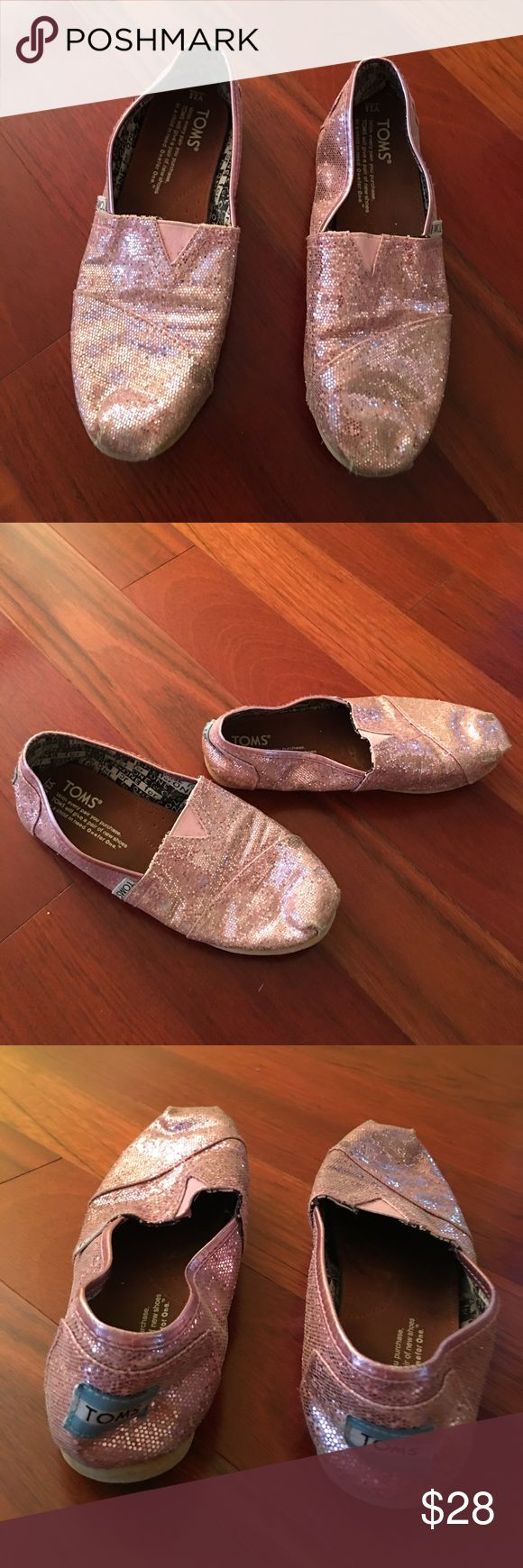 Glitter ✨ pink TOMS EUC Glitter ✨ pink TOMS EUC, size Y2.5 super cute shoes. Offers welcome and all purchases receive free gift 🎁! Toms Shoes