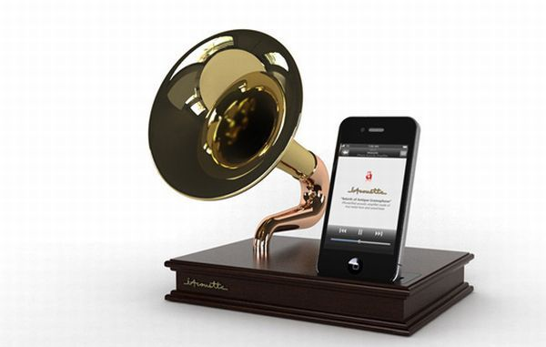 iAcoustic antique gramophone inspired iPhone/iPod Touch dock  I MUST FIND THIS!!!!
