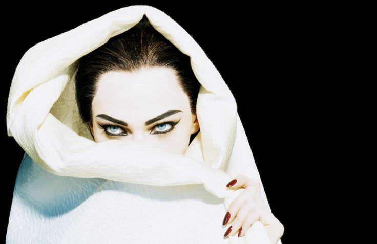 Diva | Sasha Pivovarova by Miles Aldridge for Numéro No. 66 September 2005