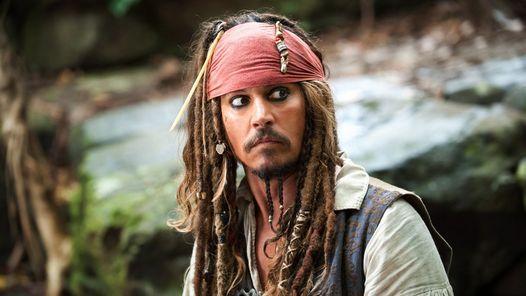 Johnny Depp se vistió de pirata para alegrar a niños enfermos                              Dicen que es su peor año, pero él prefiere sonreír y ayudar a los demás. (O, tal vez, hacer buena letra públicamente... http://sientemendoza.com/2016/12/14/johnny-depp-se-vistio-de-pirata-para-alegrar-a-ninos-enfermos/