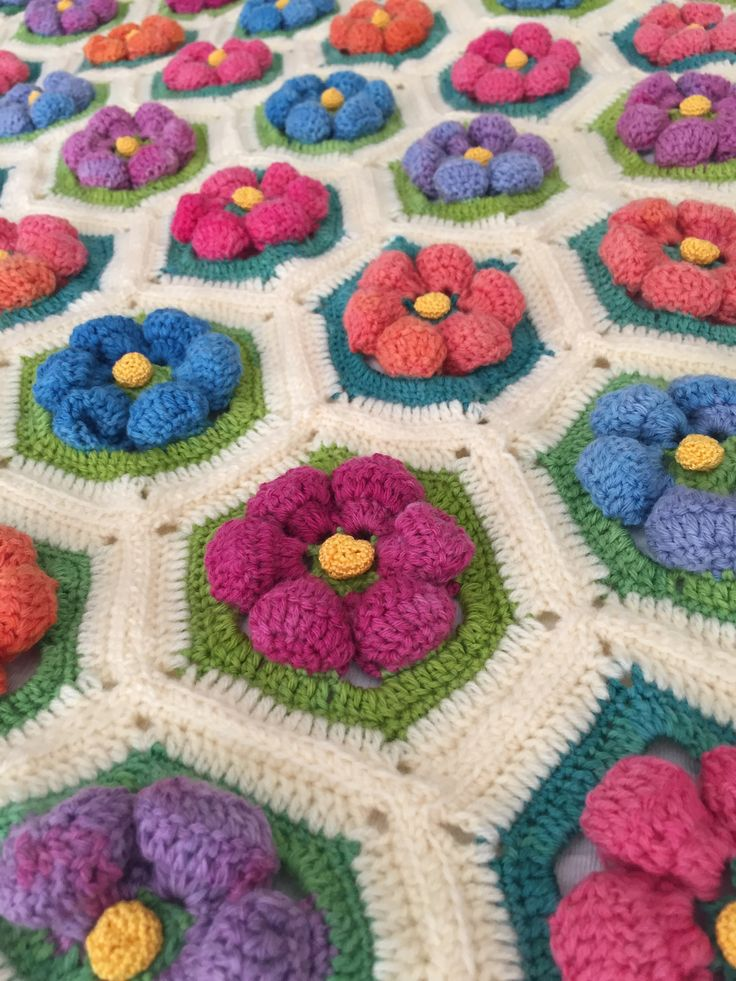 "Handmade Crochet made by Rima Bohsali Flowers ""en relief"" #crochet #handmade #flower #3D #blanket"