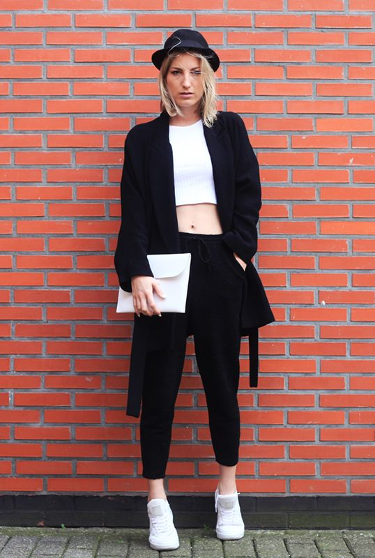 The Style Visitor in a great minimal outfit with Sacha sneakers - www.sacha-shoes.com