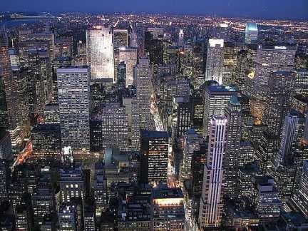 la Cina vorrebbe costruire una nuova N.Y. molto più grande! La Cina sta progettando una nuova megalopoli che avrà le dimensioni del Kansas con una popolazione sei volte più grande di quella dell'area metropolitana di New York. Jing-Jin-Ji collegherà Pechino,...