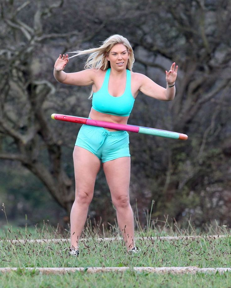 FRANKIE ESSEX Working Out in the Park in Essex
