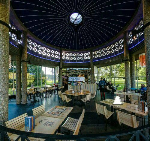 De oude ingang van Arnhem CS is verplaatst naar Park Presikhaaf is nu een theehuis.