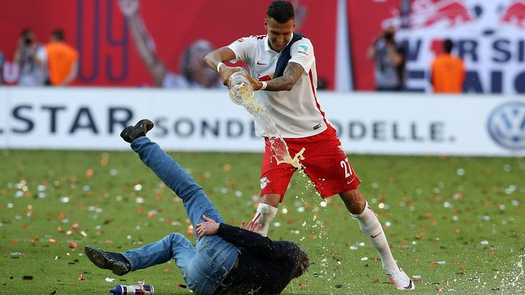 Muskelfaserriss inklusive: RB Leipzig feiert Aufstieg in die Bundesliga