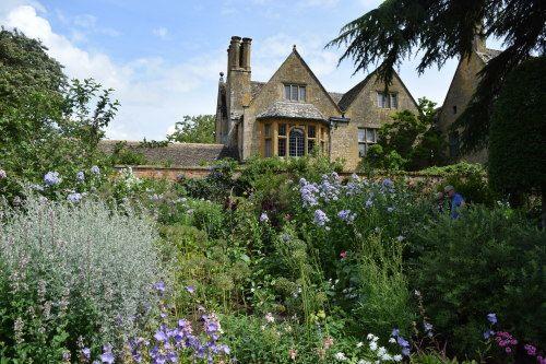 コッツウォルズの名園~ヒドコート・マナー・ガーデン : アートセラピストの英国紀行~ イングリッシュ・ガーデン&オールドローズ、そしてナショナル・トラスト
