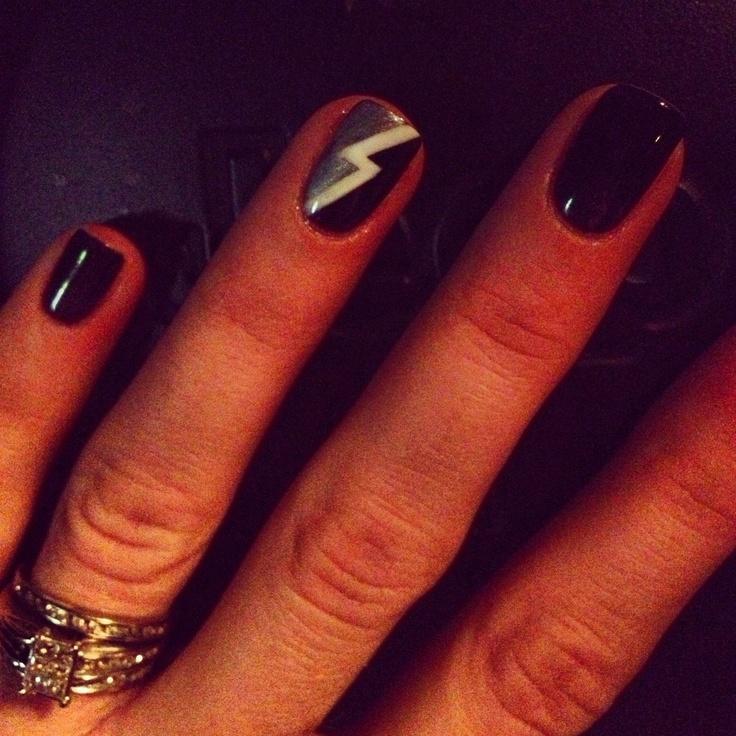 Rock N Roll nails