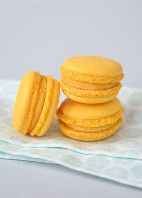 mango passionfruit macarons - Mango-passievrucht macarons - Laura's Bakery
