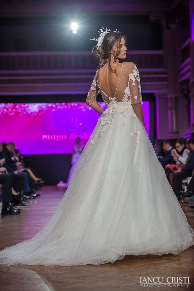 @marianavalentinaflorea #mayfashion #wedding #GhidulMiresei #rochiidemireasa #2017 #colectienoua #MayaFashion2017 #colectia2017 #Serenity #FairyTale #newcollection