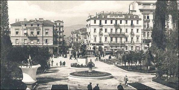 Πλατεία Συντάγματος 1938, της οποίας η πρώτη ονομασία μετά την απελευθέρωση το 1822 ήταν πλατεία Θουκυδίδου, γνωστή ως Κήπος των Μουσών.