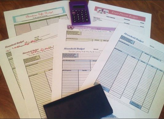 These ones are free for real! Free Printable Budgeting Worksheets:  FREE printable budgeting worksheets in various styles and colors!  FreeHomeschoolDeals.com
