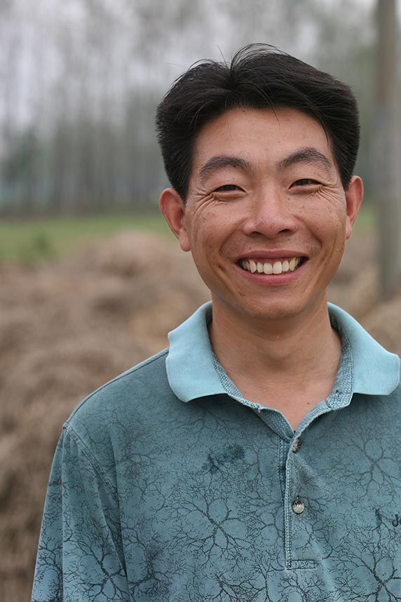 In China, Wang Jing Wen used a microfinance loan to start a mushroom farm and help his community leave poverty behind.  City: Suqian City Country: China Loan Use: Hiring employees to expand his mushroom farm  Originally from a rural community in the Jiangsu Province of China, young father Wang