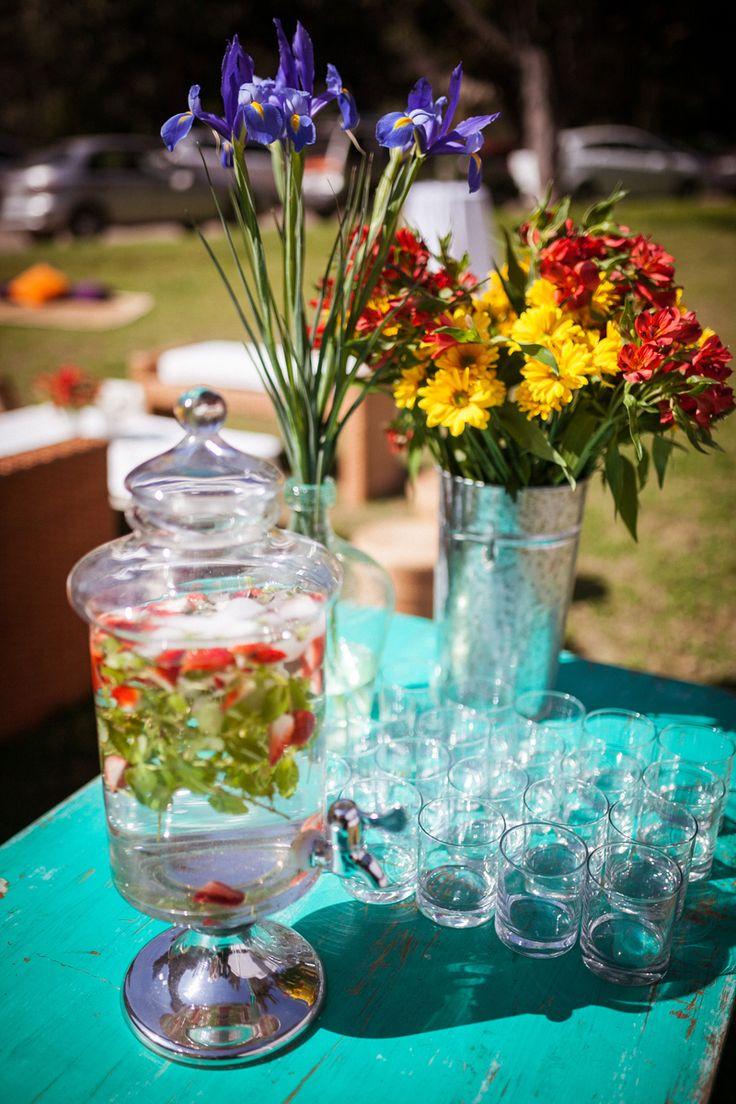 Agua saborizadas y flores para evento de Fiestas Patrias, General & Electric, Santiago Paperchase.